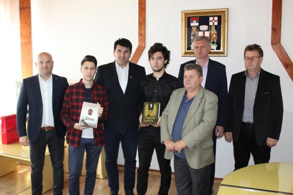 Lopare: Savić nagradio srednjoškolce za dobre rezultate